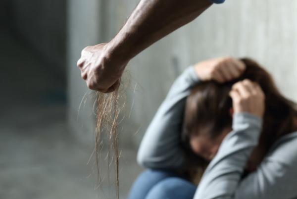 遭遇家暴想要起诉离婚时应该如何做?